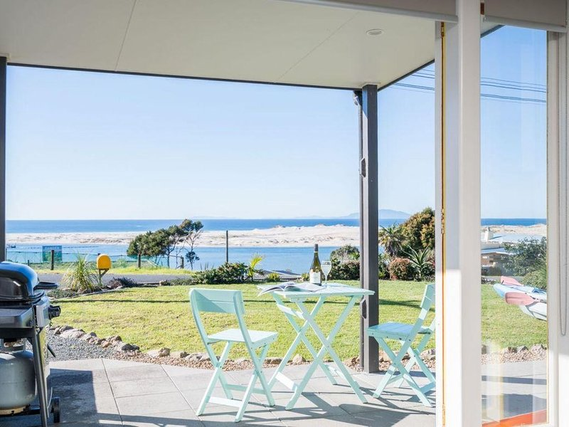 Cheviot Views - Gorgeous apartment-style accommodation with extensive views in h, holiday rental in Kaiwaka