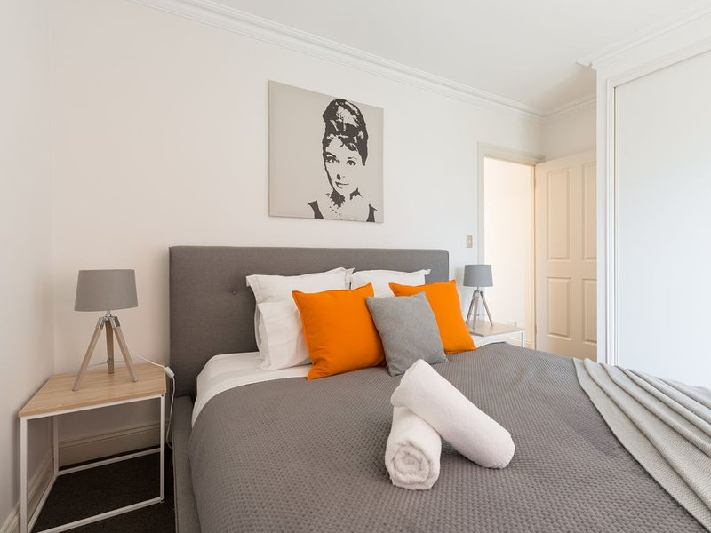 Adelaide Iconic Rundle St 100m FREE WIFI*Netflix*Parking*, vacation rental in Adelaide