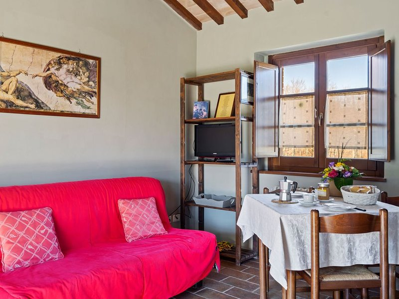 Alluring Cottage in Città della Pieve with Swimming Pool, holiday rental in Fighine