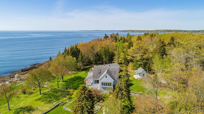 Private Oceanfront Island Estate - Sleeps up to 22!, holiday rental in Peaks Island