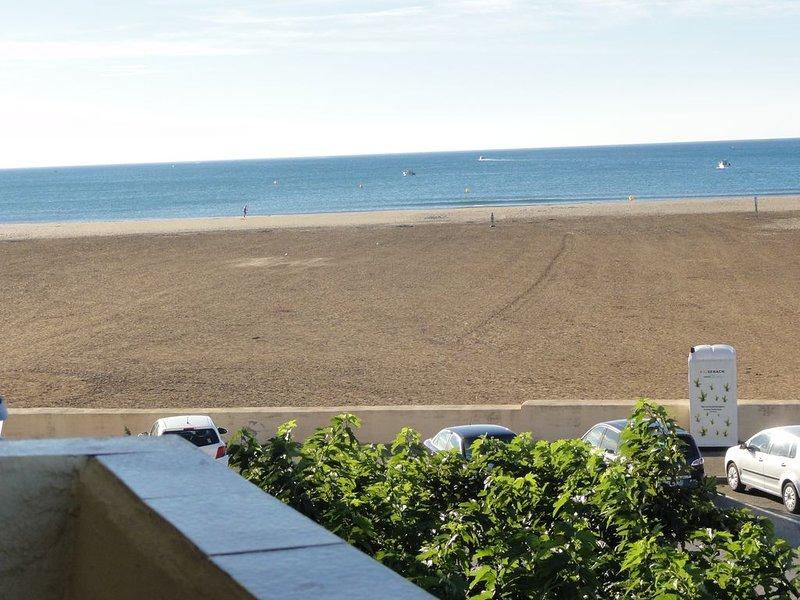 ST PIERRE la mer , appartement 6 pers en BORD de PLAGE+parking privé, alquiler vacacional en Saint-Pierre-la-Mer