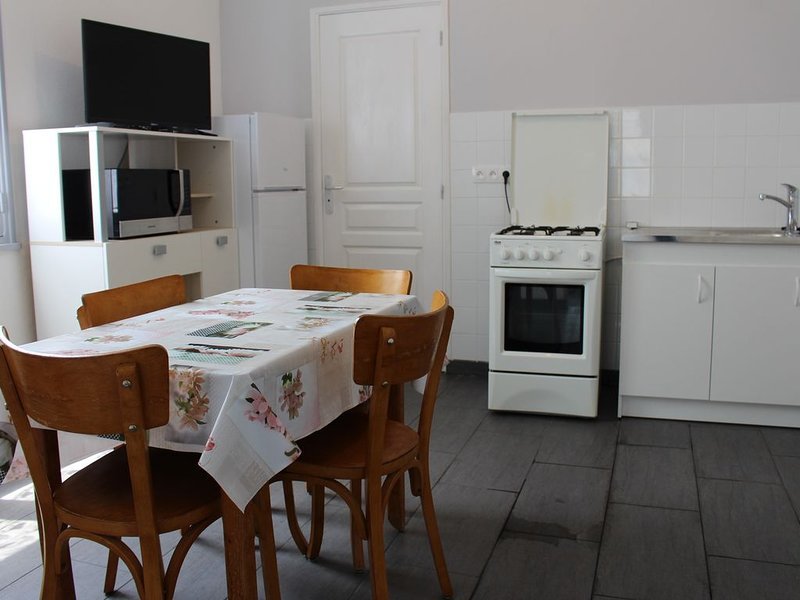 AUVERGNE - ORCIVAL - VALLEES DU SANCY (appartement roses), holiday rental in Saint-Pierre-le-Chastel