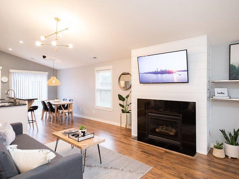 Light & Airy 3 BR House Perfect for NW Getaways ⛰, aluguéis de temporada em Saint Helens