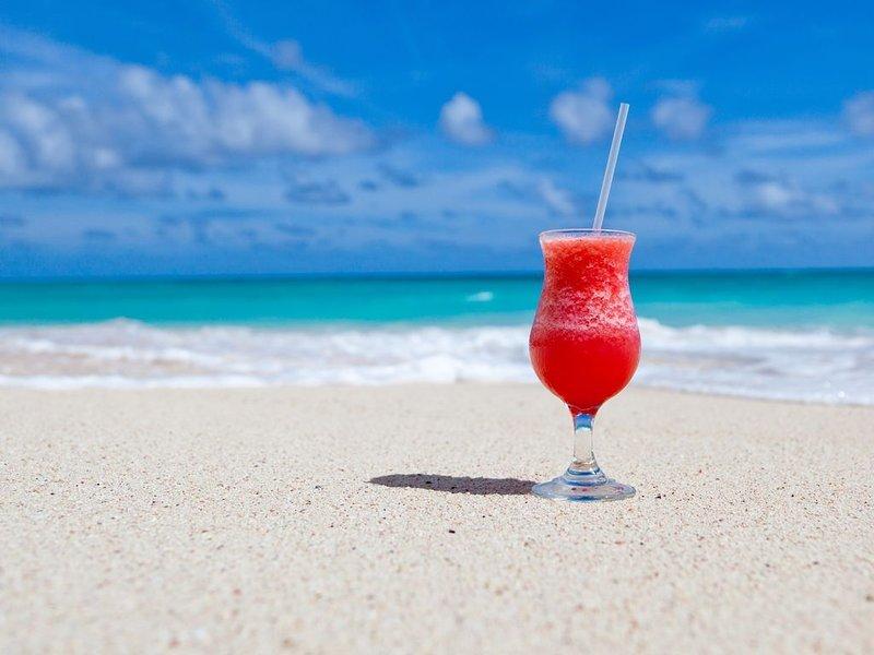Beach side Cozy Condo Close to it All!!, vacation rental in North Redington Beach