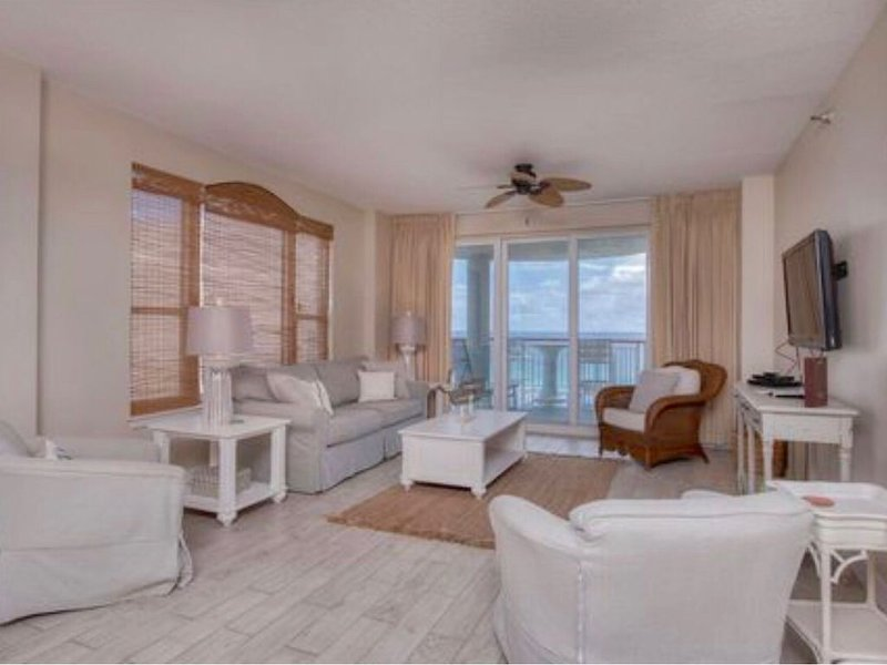 FABULOUS 3B/3B Navarre Beachfront Beach Colony Clean Sleeps 8 w/ Chairs&Umbrella, location de vacances à Navarre