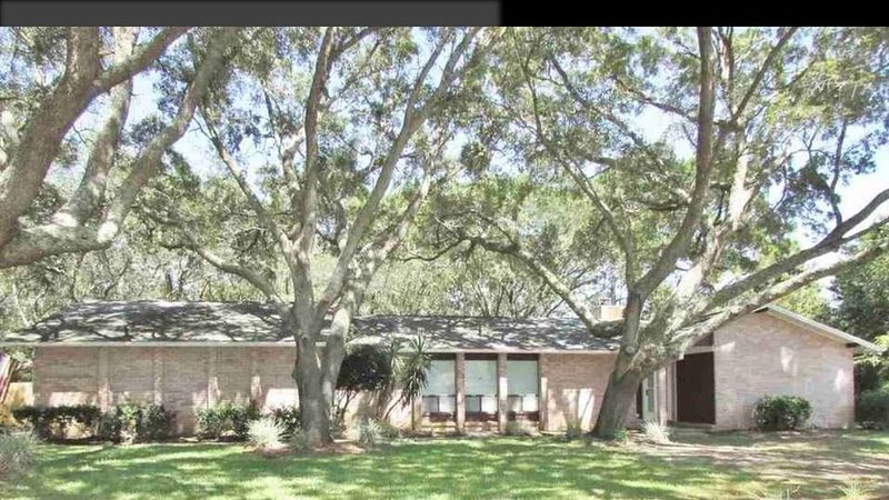 Peace and privacy with a glimpse of Perdido Bay!, holiday rental in Lillian