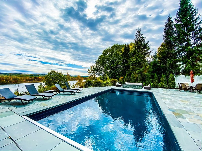 Luxury Lakefront House minutes to Saratoga Race Track and Downtown., holiday rental in Buskirk