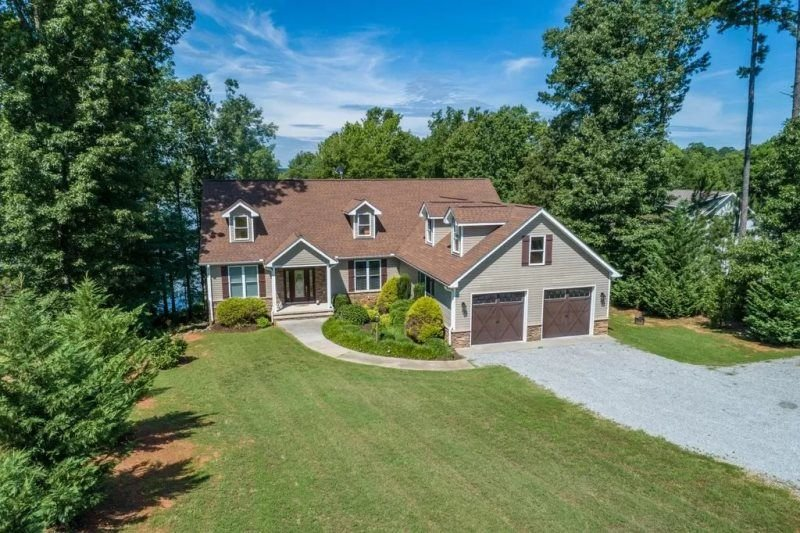 Still Waters Refuge | Main Lake Luxury with Spectacular Sunset Views!, vacation rental in Macon