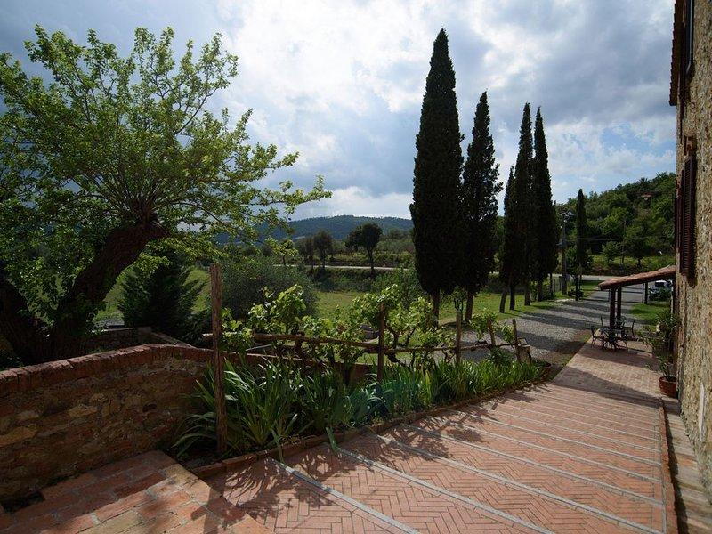 Appartamento Trilocale 2 Borgo Fattoria Tenuta il Santo Monticiano Siena, vacation rental in Casale di Pari