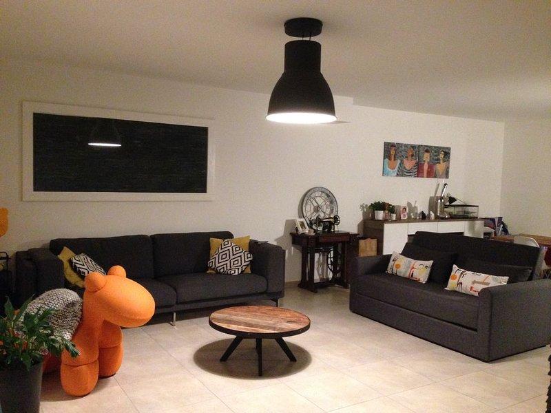 Maison moderne climatisée de 110m2 avec jardin et piscine, vacation rental in Bouc-Bel-Air