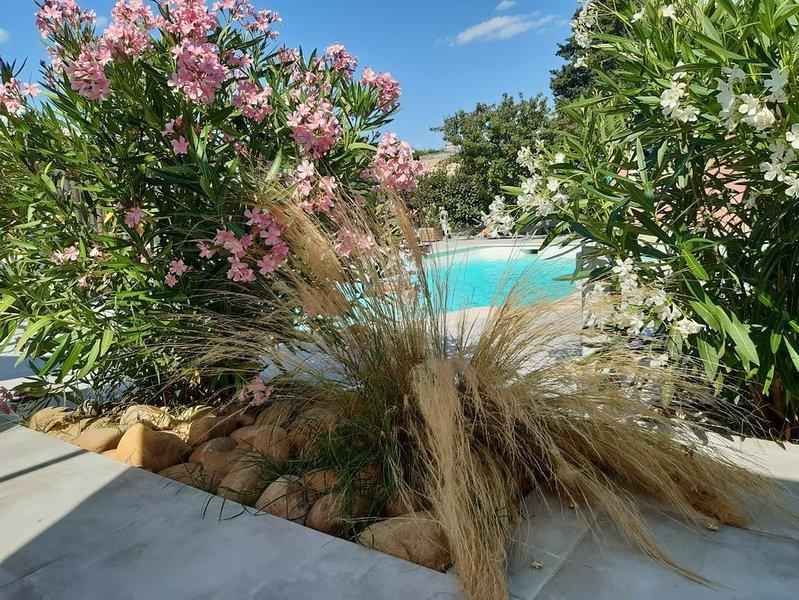 Un petit coin de paradis, Idéalement entre Alpilles,Lubéron et Occitanie, vacation rental in Aramon