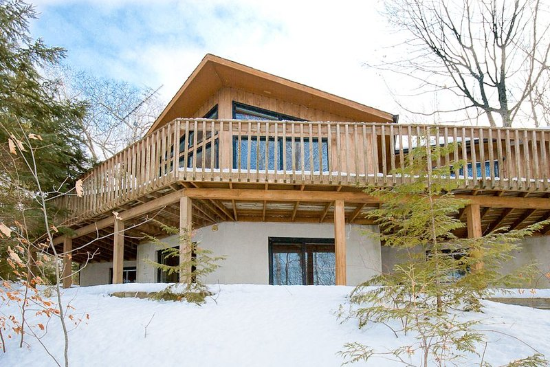 CLEAR LAKE - 4 bdrm family retreat! Easy access, deep water, and much more!, vacation rental in North Kawartha