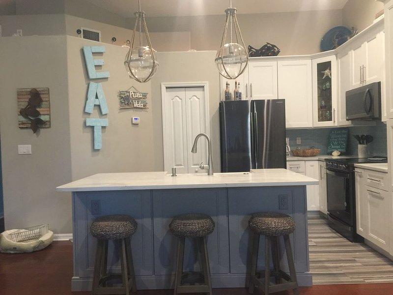 EXTRA LOW MAY PRICES AND SUMMER DEALS: Townhouse Steps To The Beach, holiday rental in Indialantic