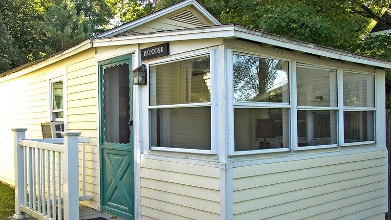 Cozy lakefront rental for two, location de vacances à Gilford