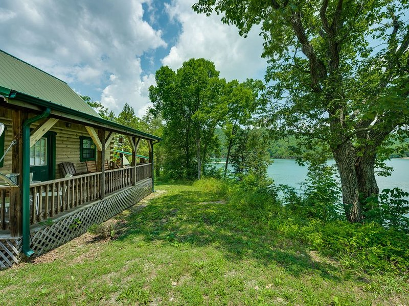 Lakeview Cabin at Marina on Dale Hollow Lake near Standing Stone State Park, alquiler vacacional en Gainesboro