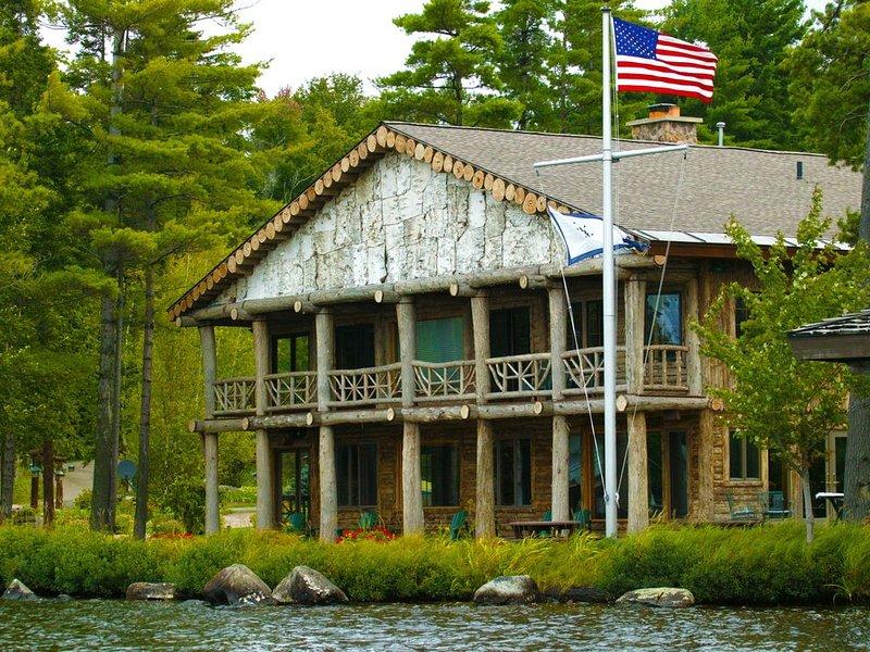 St. Regis Manor - Adirondack Lake side home - Upper Saint Regis Lake, alquiler de vacaciones en Tupper Lake