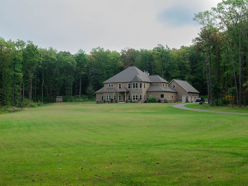 Mountain top paradise FULL HOUSE with basement, location de vacances à Milton