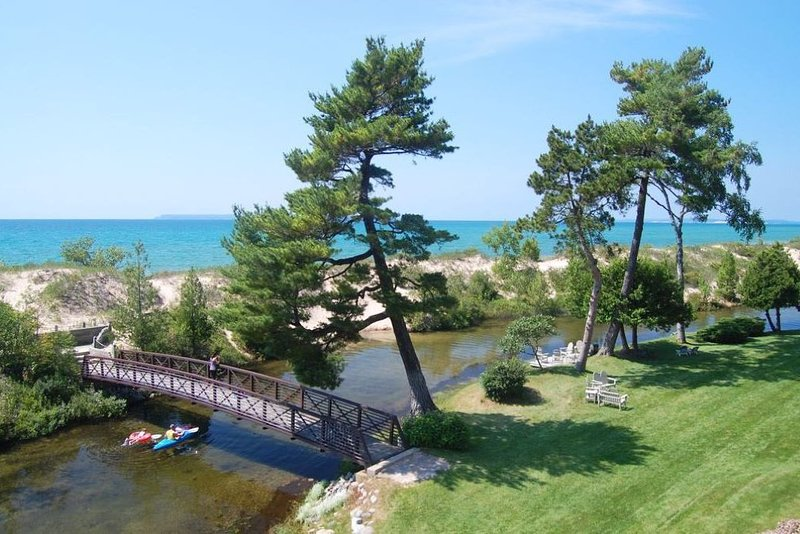 1 Bdrm Condo on Lake Michigan (sleeps 4)-Homestead Resort M22 Glen Arbor, vakantiewoning in Leelanau County