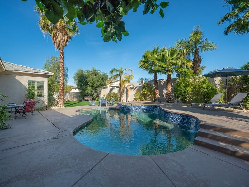 Stylish & Upgraded 4 BR (3 BR + Casita) Home in Gated Community with Pool & Spa, holiday rental in Thousand Palms