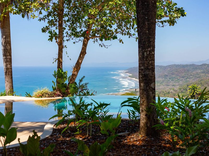 Breathtaking Sunsets And Amazing Ocean Views in Mal Pais. Sleeps 12 to 18., holiday rental in Mal Pais