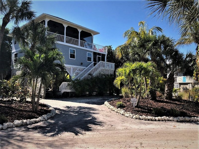 Perfect Distancing Opportunity with Uncrowded Beaches, Hiking, Biking, Kayaking, holiday rental in Pineland