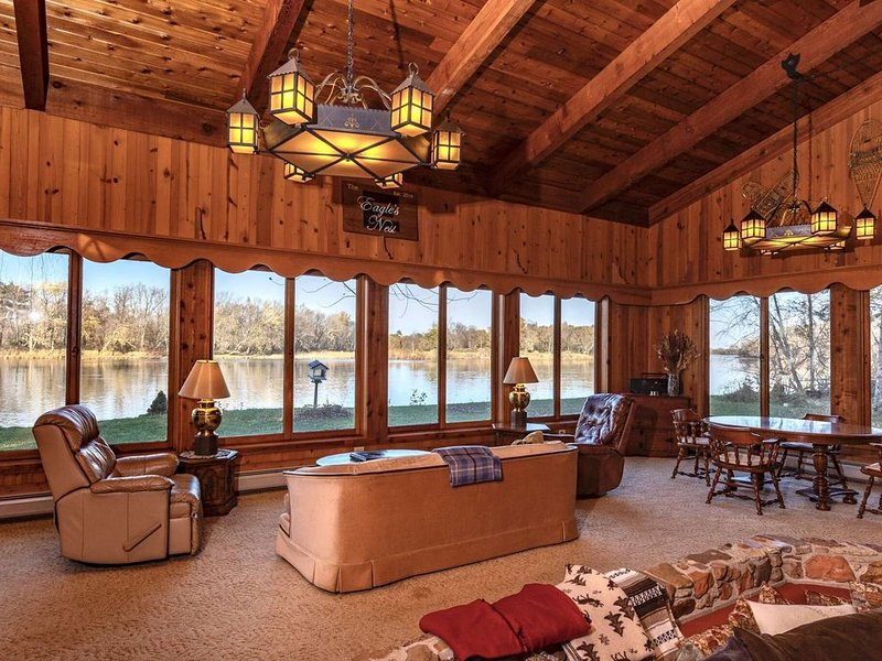 Panoramic Views! On the Wisconsin River! Peaceful & Tranquil! Visit our Anual Sa, holiday rental in Baraboo