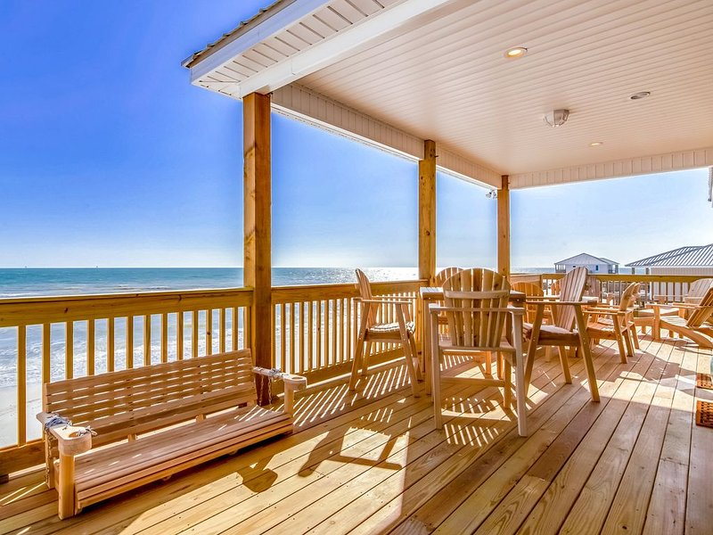 Newly built dog-friendly beachfront home w/ stunning ocean views, and gas grill!, holiday rental in Coden