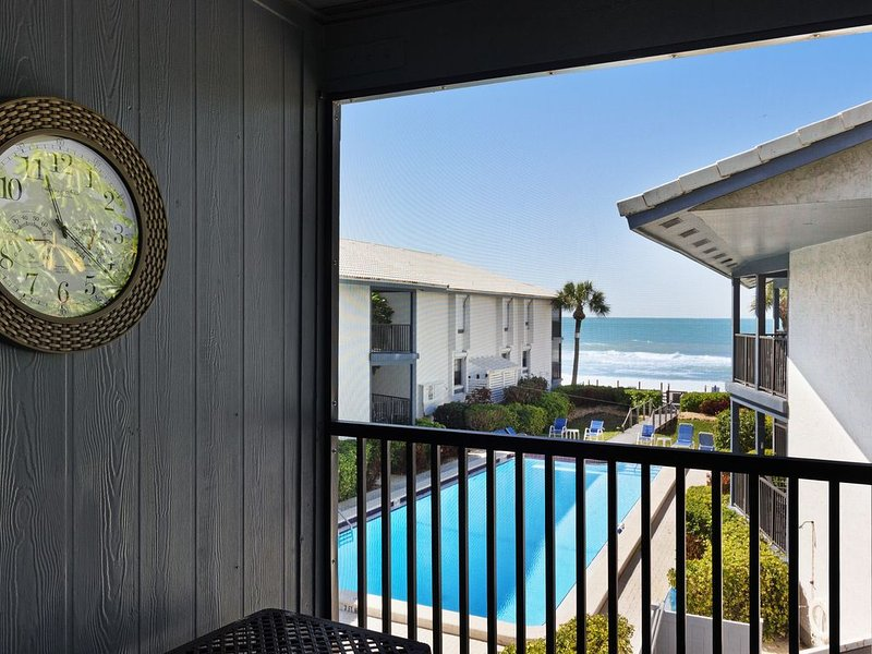 Second-floor, waterfront getaway w/ Gulf view, shared pool & tennis court, vacation rental in Holmes Beach