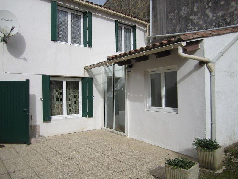 Maison de pays classée 2*, idéale pour un séjour au calme, holiday rental in Ars-en-Re