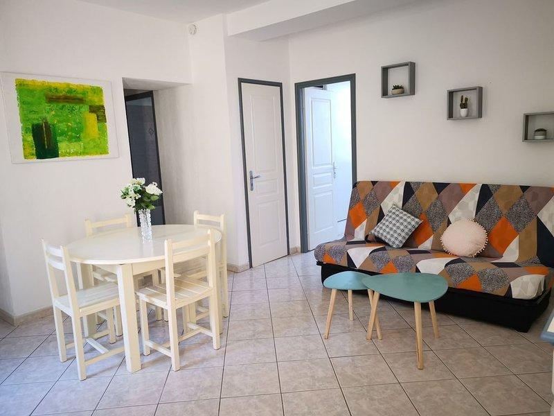T3 avec terrasse et jardin à 10 min de Saint Florent, holiday rental in Saint Florent
