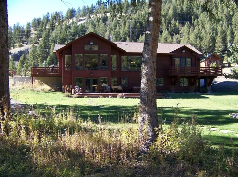 Moose Landing - Gorgeous Home on the Beautiful Gallatin River, aluguéis de temporada em Gallatin Gateway