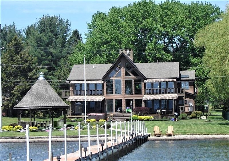 Chautauqua Lakefront Estate, holiday rental in Brocton