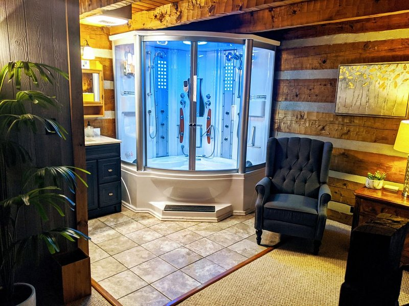 Spa/Outdoor retreat with Private Stream/Hot Tub/Steam Shower, holiday rental in Boone