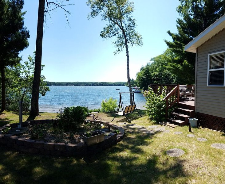 3 Bedroom Lakehome with sandy beach on the Beautiful Pike Lake Chain, holiday rental in Iron River