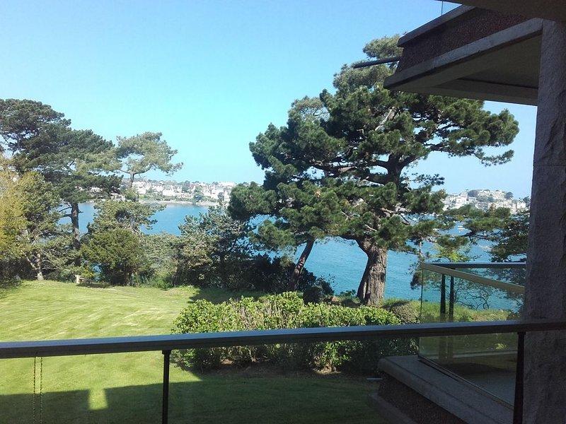 STUDIO 30 m2 vue mer avec terrasse dans parc privé, vacation rental in Dinard