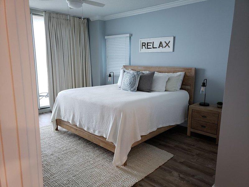 2020 REMODEL*Oceanfront* 3 Bedrooms Plus Bunks*3 Baths-Dual Masters-Great View, alquiler vacacional en Fort Walton Beach