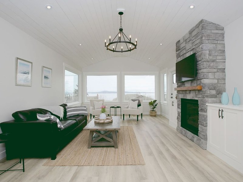 Elegant Mill Bay Cottage with Spectacular Ocean View, vacation rental in Cobble Hill