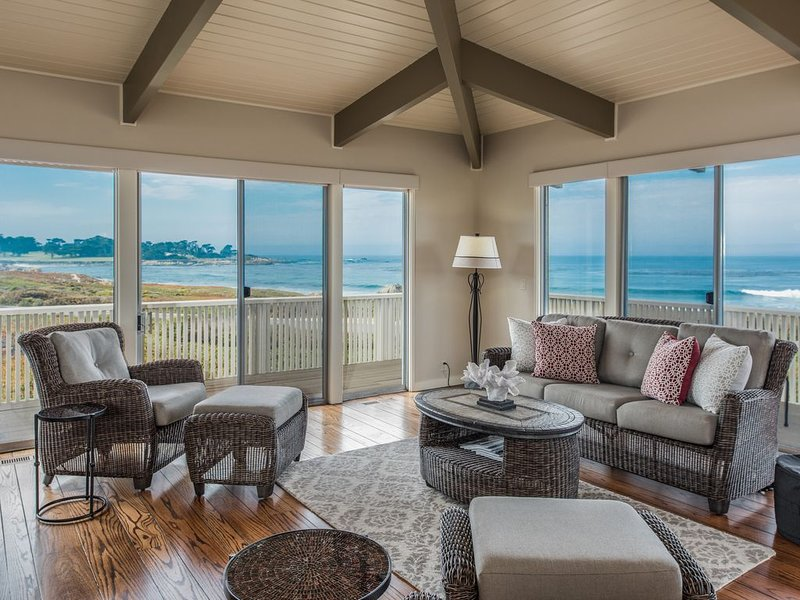 Ocean Front Home in Pebble Beach w/ 4 King Suites. Enclosed courtyard & pool!, location de vacances à Monterey County