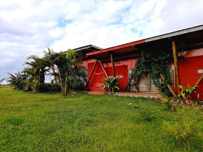 AKAPU SUNSET HOUSE - DELUXE RAPA NUI HOUSE, vacation rental in Easter Island