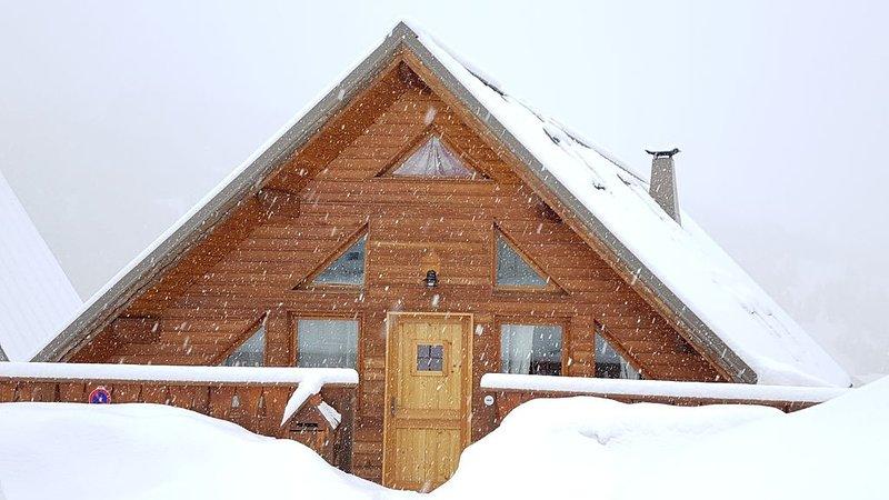 VARS LES CLAUX - CHALET DE CHARME AU PIED DES PISTES, holiday rental in Vars