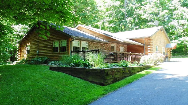 Log Cabin  Suite  B, holiday rental in Millersburg