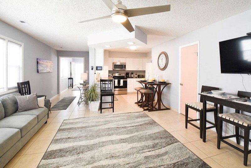 Beautiful 2 Bedroom 2 1/2 Bath Town Home on Va Beach North End, holiday rental in Virginia Beach