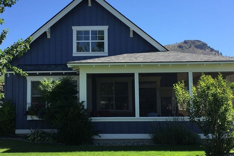 50's Style Family Cottage at Private Resort Lake Osoyoos- sleeps up to 12, holiday rental in Oroville