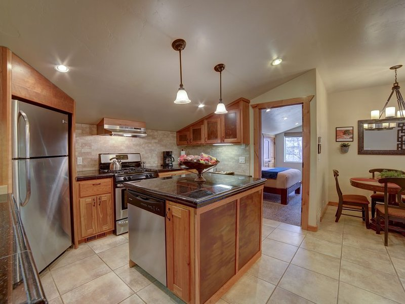 In Town MOAB CONDO RETREAT-Su Casa inn Suite-CLEAN-SAFE-PRIVATE, vacation rental in Moab