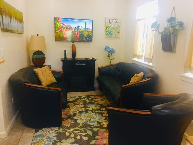 Newly Built 2 bedroom within walking distance of downtown and national forest, vacation rental in Flagstaff