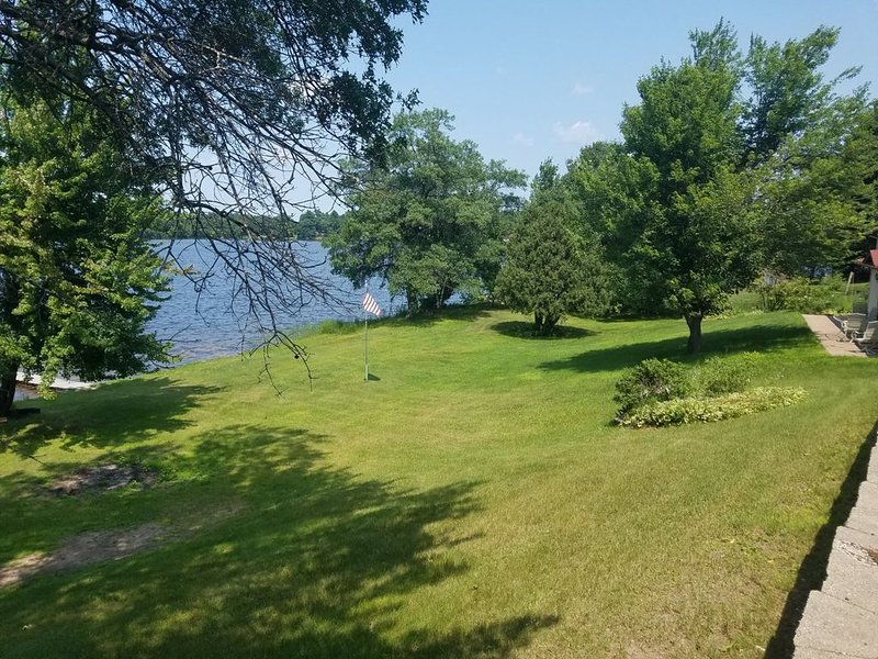Lakefront living vacation style!, vacation rental in Luck