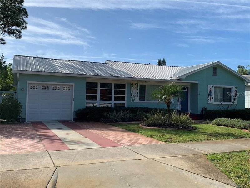 An old style vintage Florida home centrally located in the art district, alquiler vacacional en Gulfport