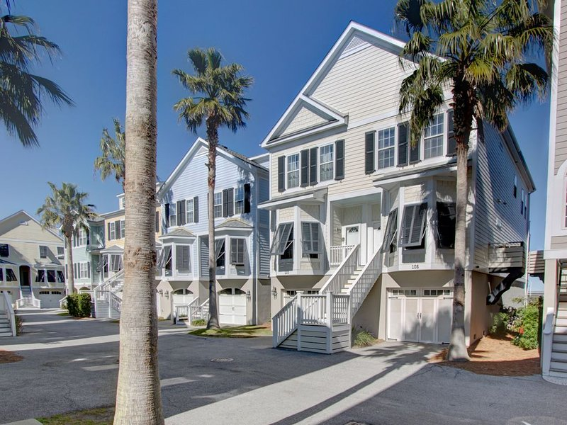 Waters Edge 3BR/3BA Townhome with Spectacular River Views!, location de vacances à Folly Beach
