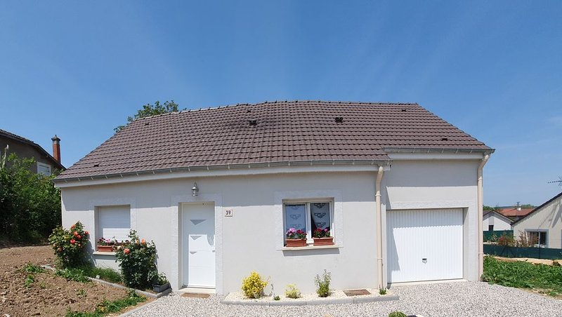 Maison individuelle de plain pied à proximité des champs de bataille, holiday rental in Dun-sur-Meuse