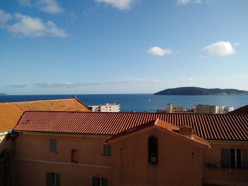 Appartement à 200m des plages, aluguéis de temporada em Toulon
